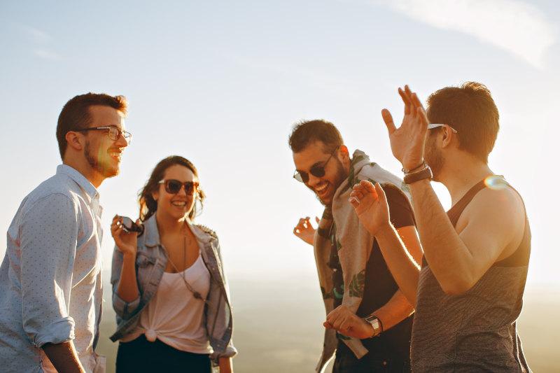 Consejos de viajar en autobuses en grupo de amigos