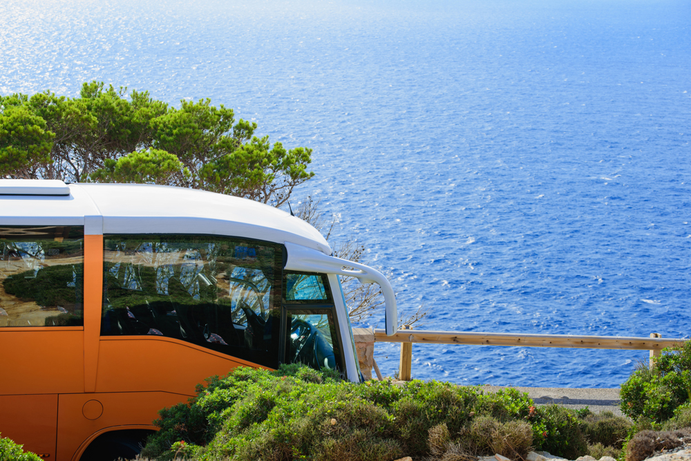 Ventajas de alquilar un autobús desde Madrid hasta la costa