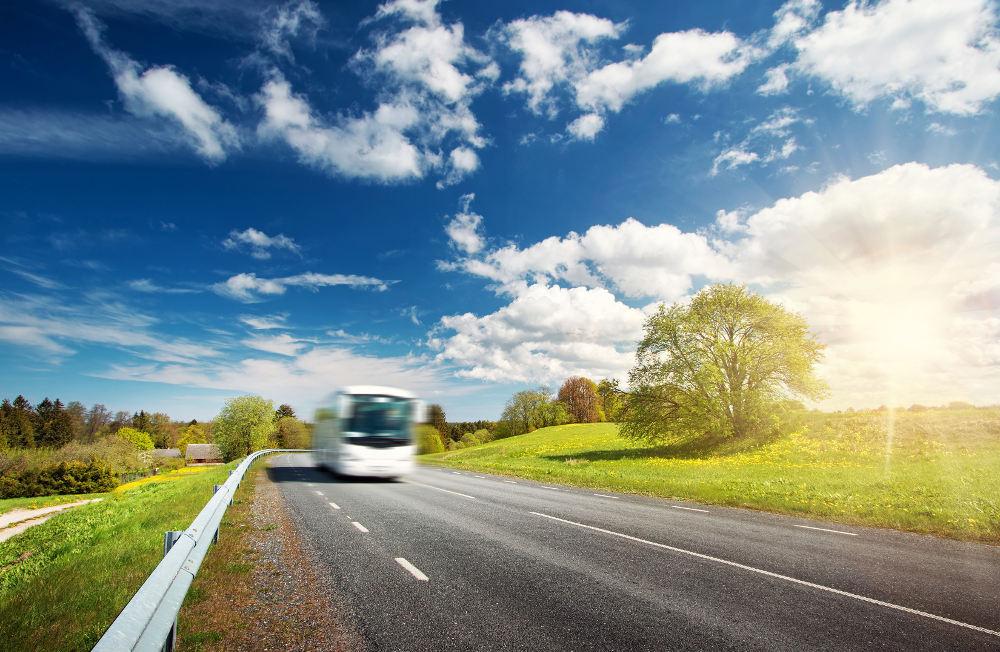 Por qué viajar en autobús ayuda al planeta