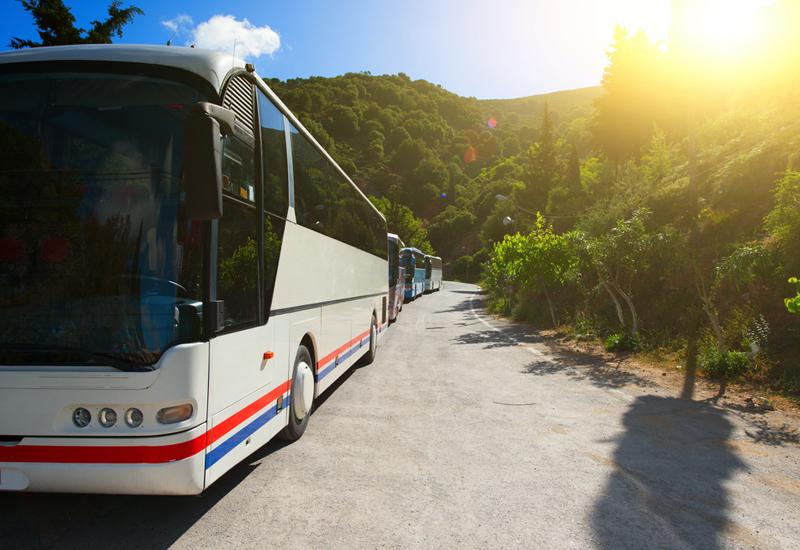 Beneficios prácticos de alquilar un autobús para tus vacaciones