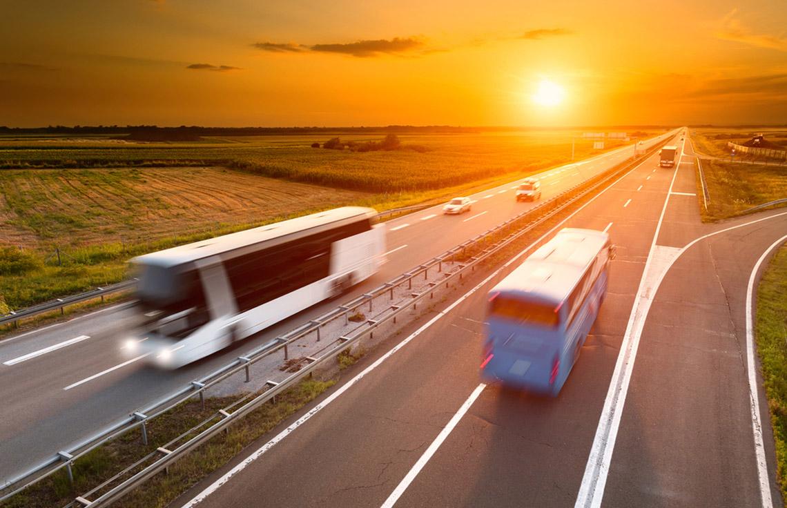 Por qué viajar en autobús en verano es la opción más refrescante