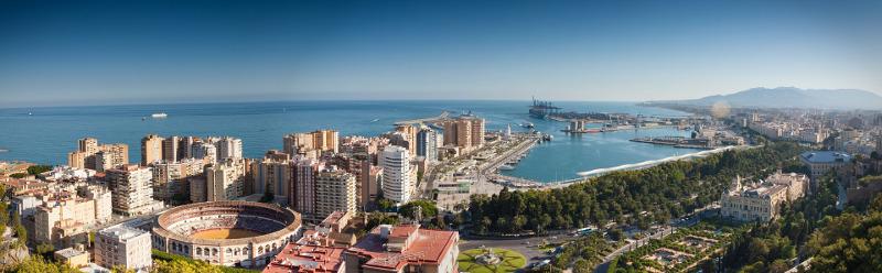 Viajar en autobús a Málaga, elegida la ciudad más sonriente del mundo