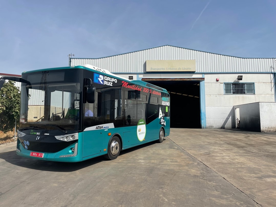 Transportes Urbanos de Linares y e-busKar colaboran a favor de la movilidad sostenible